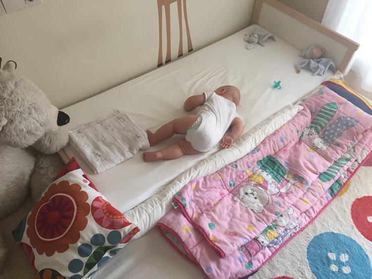 Lettino montessori evolve sviluppando la consapevolezza for Ikea lettini bimbi