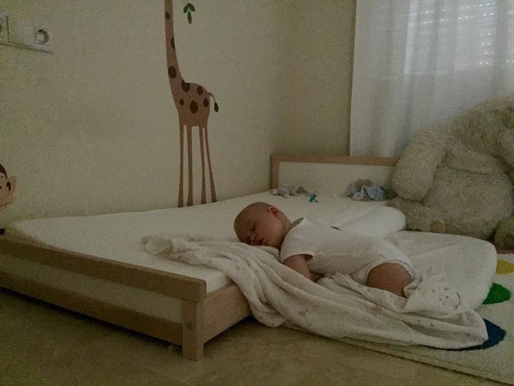 Lettino montessori evolve sviluppando la consapevolezza - Ikea letto montessori ...