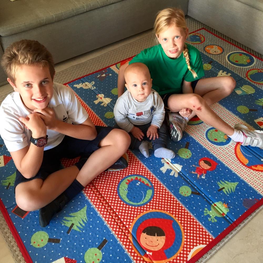 Andrea, Oliver e Eliza posano per La Tela :-) I miei modelli preferiti!