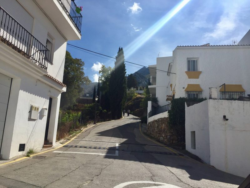 street to the El Coro path