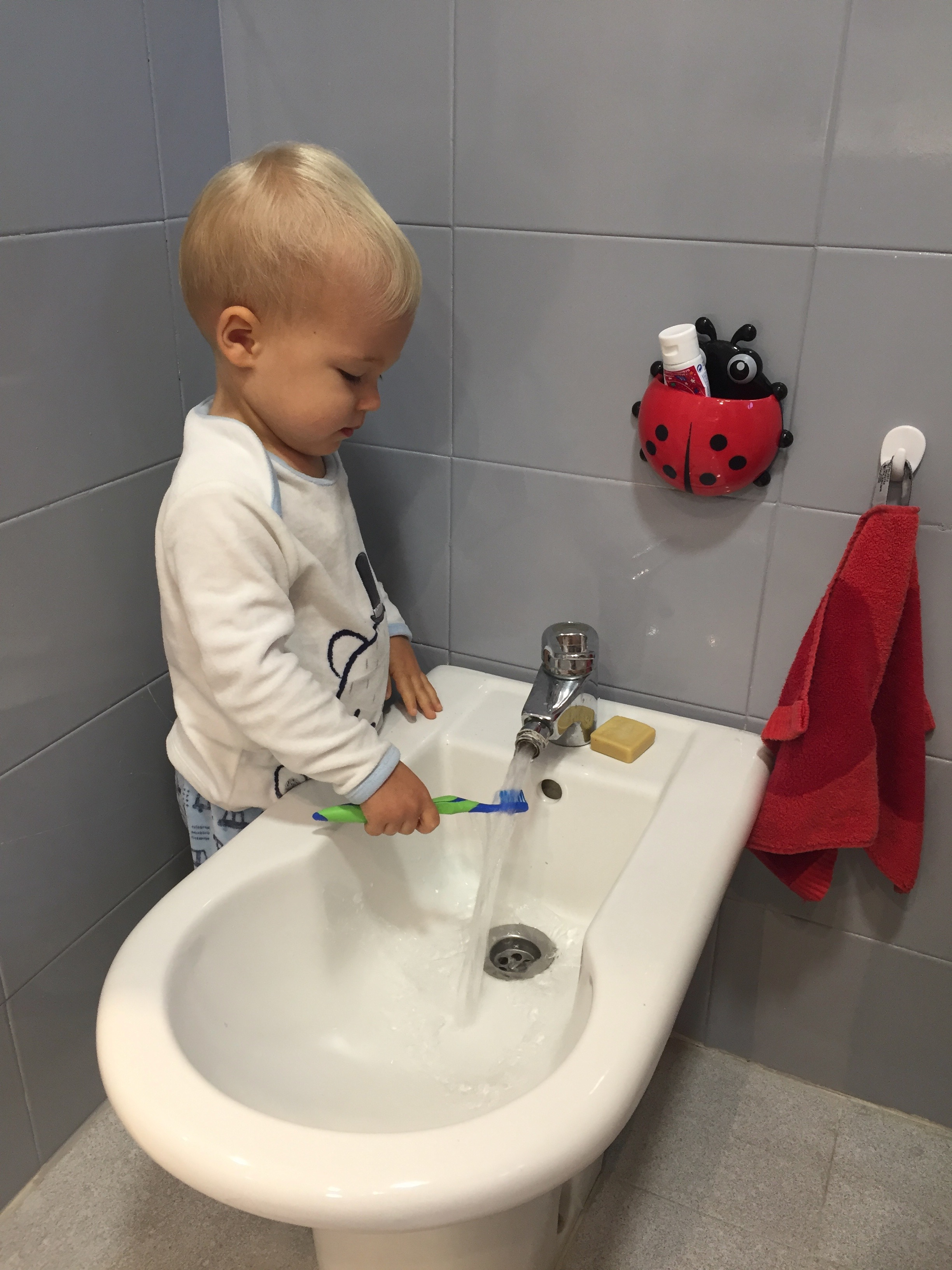 oliver brushing teeth