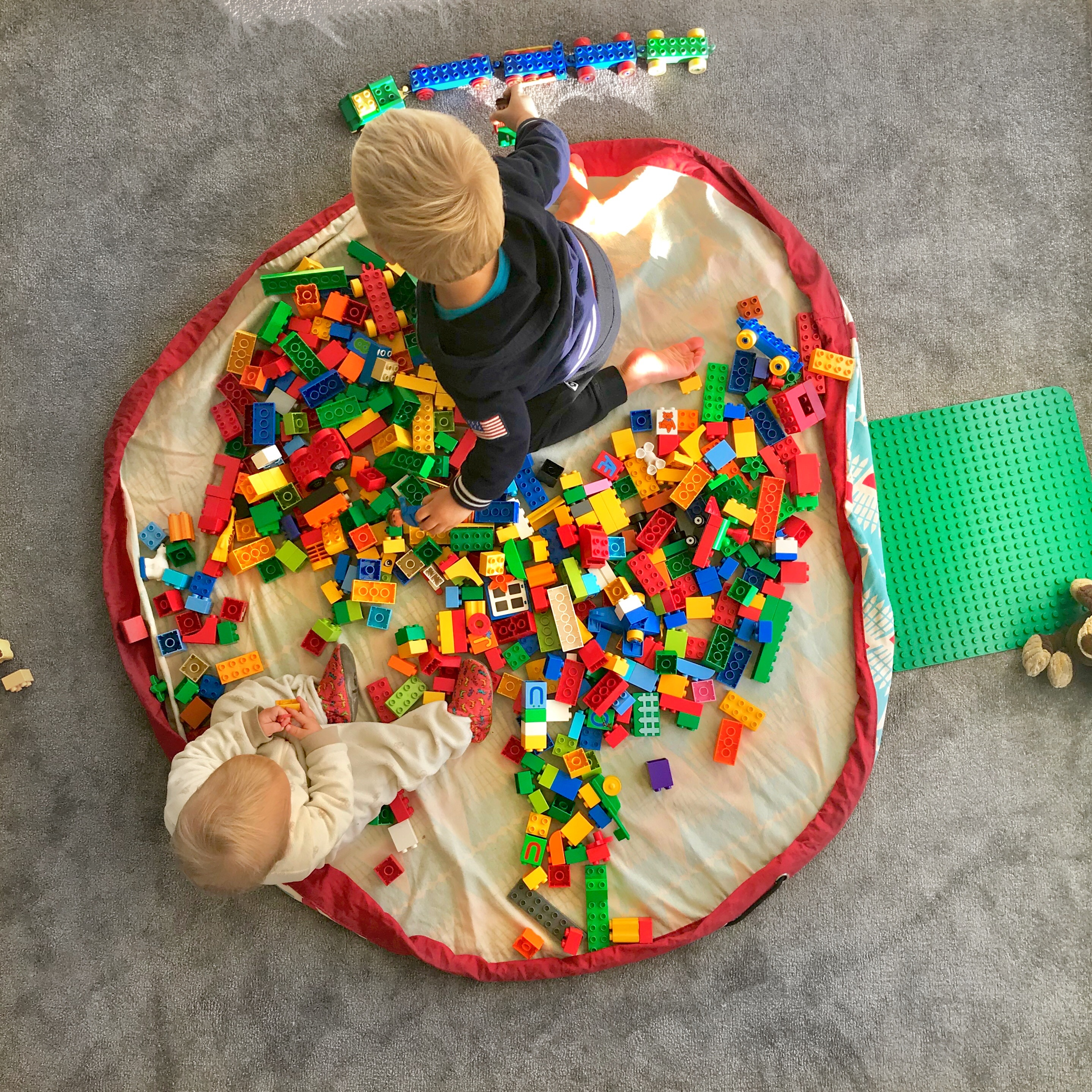 the play go toy sack is great for legos. Black Bedroom Furniture Sets. Home Design Ideas